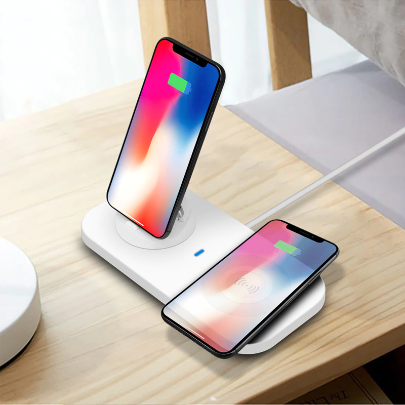 3 in 1 Charging Station with Wireless Charging